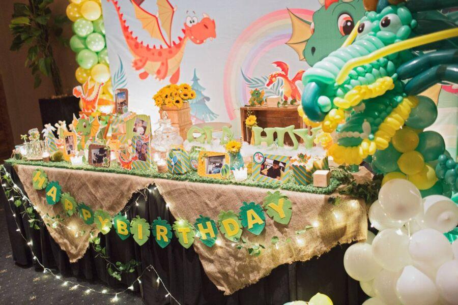 bàn gallery cho bé chủ đề rừng xanh