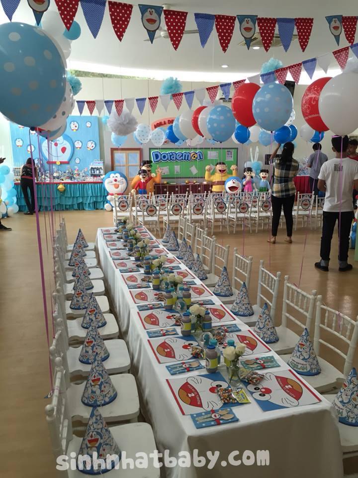 tổ chức thôi nôi trọn gói cho bé gái chủ đề Doraemon
