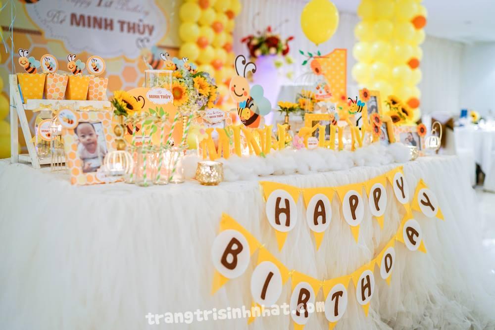 trang trí bàn sinh nhật cho bé gái