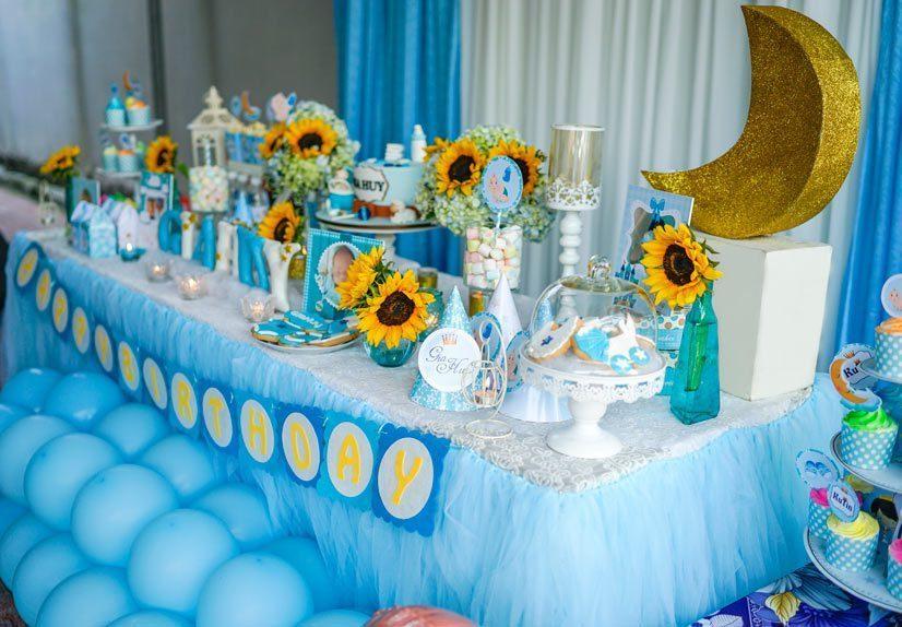 Trang trí bàn thôi nôi bé trai màu xanh