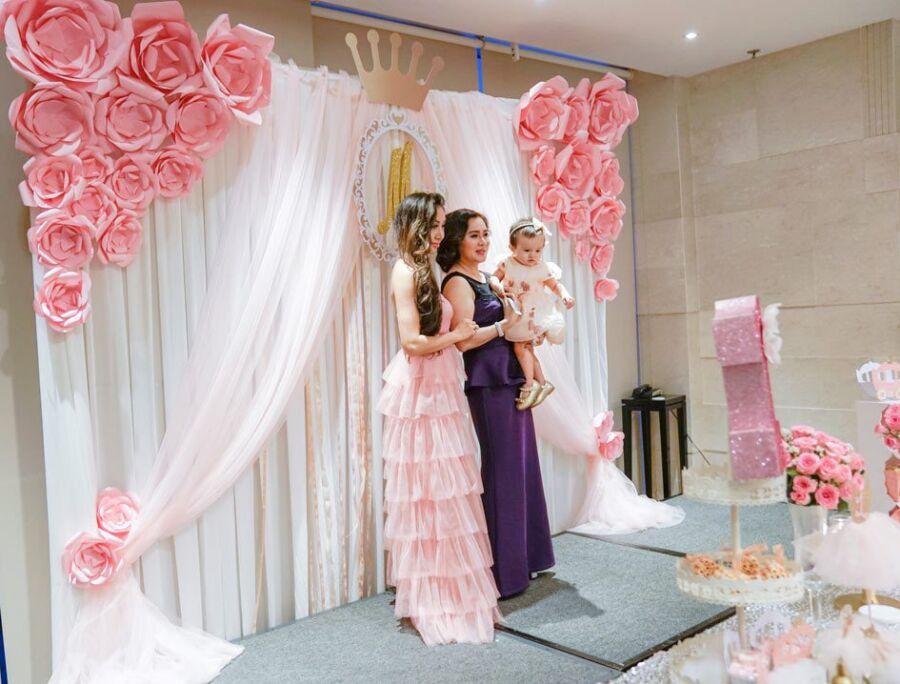 Trang trí phông nền sân khấu bằng rèm vải