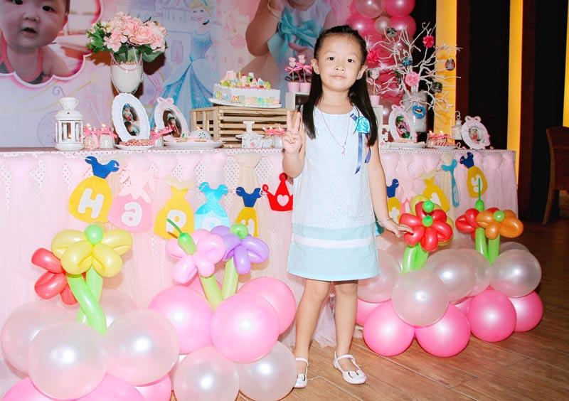 trang trí sinh nhật bé gái tông màu hồng dễ thương