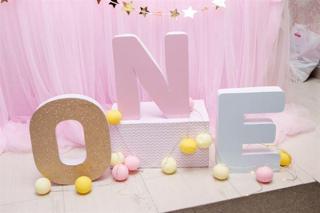 Bộ chữ ONE màu hồng pastel dễ thương
