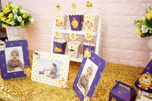 Bộ khung ảnh sinh nhật bé trai với chú gà vàng