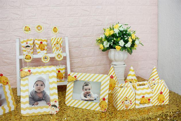 Cận cảnh set mini phụ kiện bé trai màu vàng zigzag