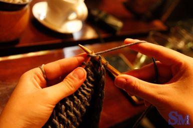 chiếc khăn len bạn tự đan là món quà giá trị đối với người ấy