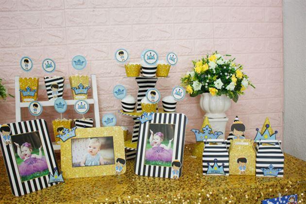 Góc bàn lưu niệm sinh nhật trang trí với full set