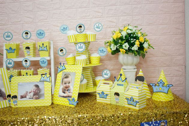 Góc bàn tiệc trang trí với full set hoàng tử