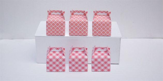 Hộp quà sinh nhật màu hồng lưới