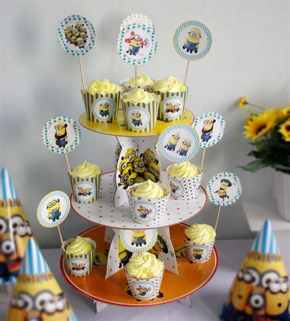 kệ bánh kem sinh nhật minion