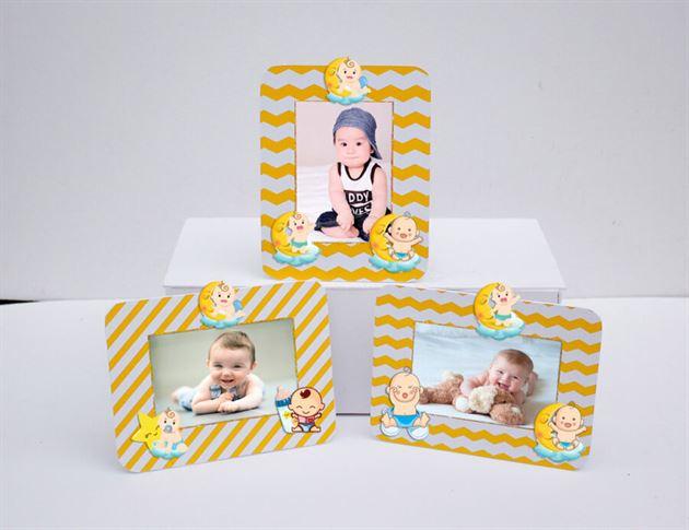 Khung hình sinh nhật baby boy màu vàng zigzag