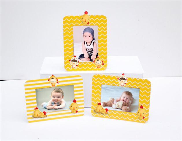 Khung hình sinh nhật bé trai tuổi gà màu vàng hoàng gia