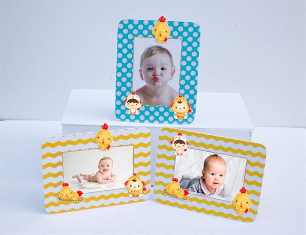 Khung hình sinh nhật bé trai tuổi gà màu xanh min vàng