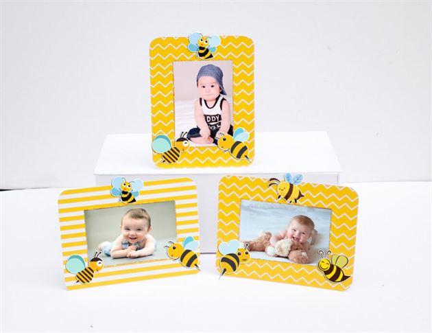 Khung hình sinh nhật Bé Ong màu vàng hoàng gia