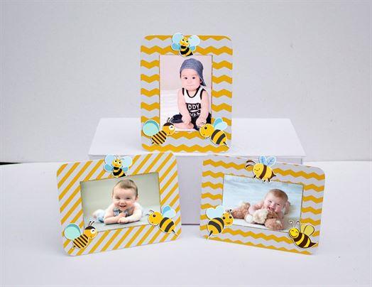 Khung hình sinh nhật Bé Ong màu vàng zigzag