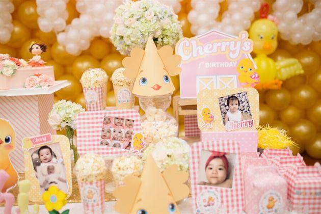 Khung hình trang trí sinh nhật Cherry