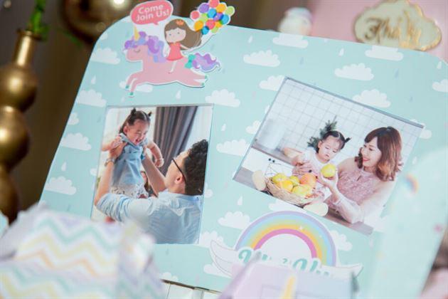 Khung hình sinh nhật bé gái và ba mẹ