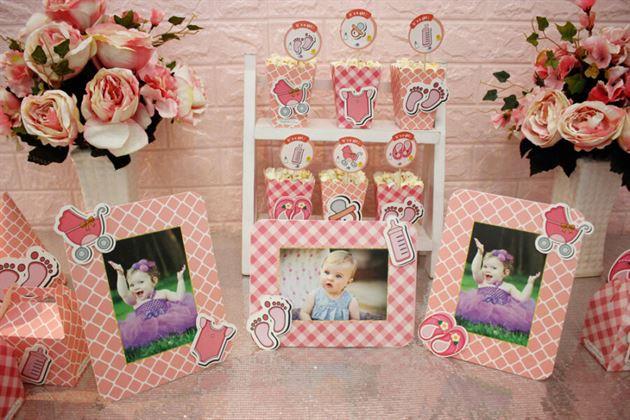 Khung hình sinh nhật màu hồng lưới