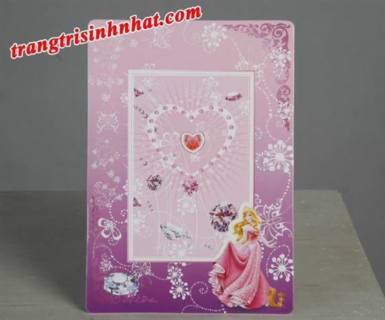 Khung hình sinh nhật đặt bàn công chúa.