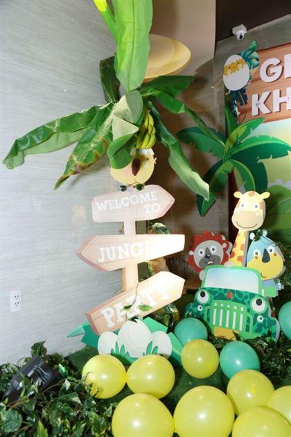 Mô hình cây welcome kết hợp cây chuối giả sinh động
