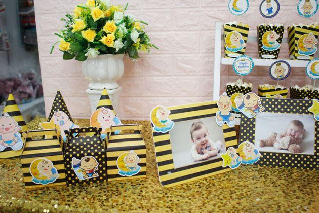 Trang trí thôi nôi bé với set mini Baby Boy màu vàng đen đáng yêu