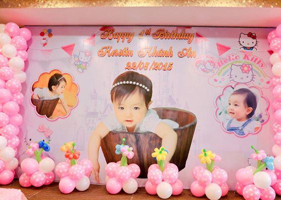 Backdrop trang trí sân khấu sinh nhật in hình bé yêu