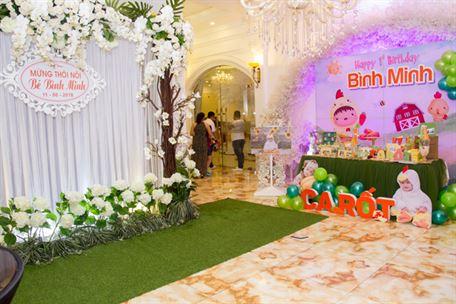 Toàn cảnh tiệc sinh nhật bé