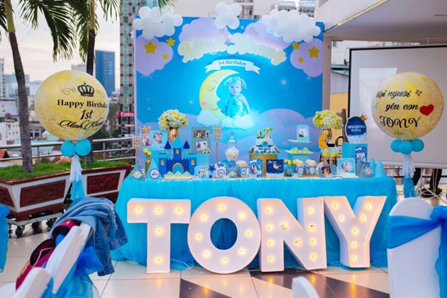 Trang trí sinh nhật chủ đề hoàng tử cho bé Tony