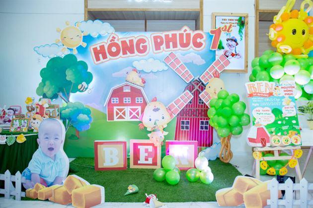 Trang trí backdrop 3D theo chủ đề nông trại gà con