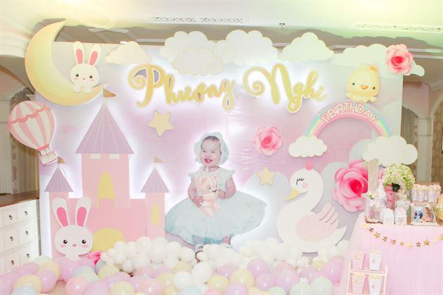 Trang trí backdrop 3D theo tone màu hồng pastel ngọt ngào