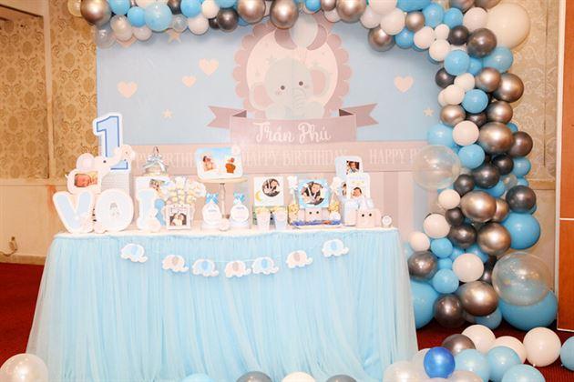 Trang trí backdrop và bàn gallery chủ đề voi con cho bé Trần Phú