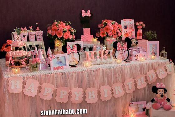 Trang trí sinh nhật cho bé gái 1 tuổi theo chủ đề Minnie