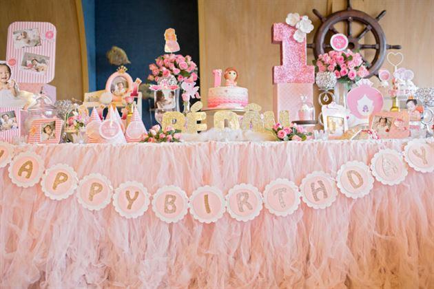 Trang trí bàn sinh nhật bé gái 1 tuổi