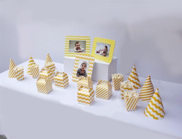 Trang trí bàn sinh nhật bé trai màu vàng zigzag