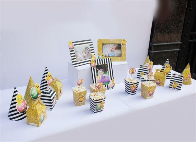 Trang trí bàn sinh nhật bé gái với tông màu đen vàng kim tuyến