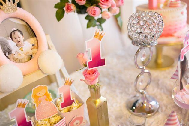 Trang trí bàn sinh nhật đẹp lung linh