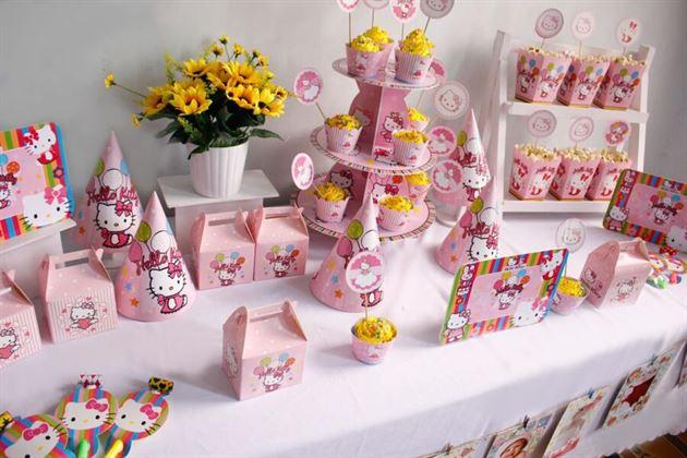 trang trí bàn sinh nhật kitty
