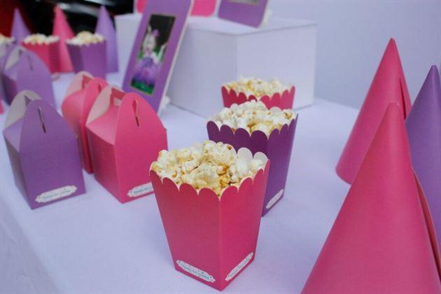 Trang trí bàn sinh nhật màu hồng tím