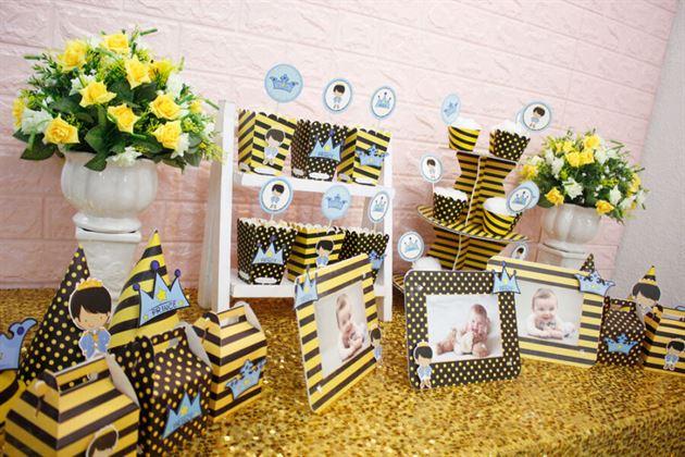 Trang trí bàn tiệc cho bé trai với hình ảnh baby prince đáng yêu