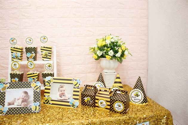Trang trí bàn tiệc với set mini bé ong