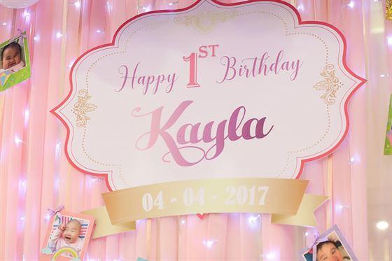 Trang trí bảng tên sinh nhật thôi nôi của bé