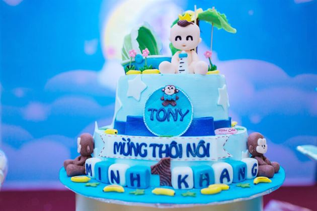 Trang trí bánh kem sinh nhật chủ đề hoàng tử cho bé Tony