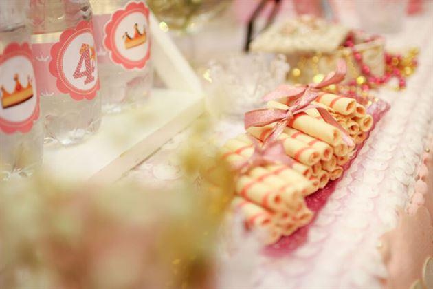 Trang trí bánh kẹo trên bàn sinh nhật