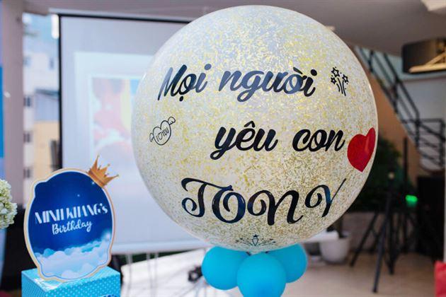 Trang trí bóng jumbo cho sinh nhật bé Tony