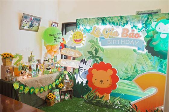 Trang trí sinh nhật 2 tuổi cho bé trai chủ đề Rừng Xanh