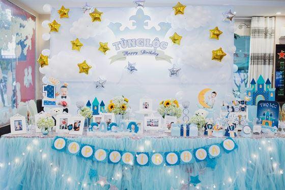 Trang trí sinh nhật cho bé trai 1 tuổi chủ đề Hoàng Tử
