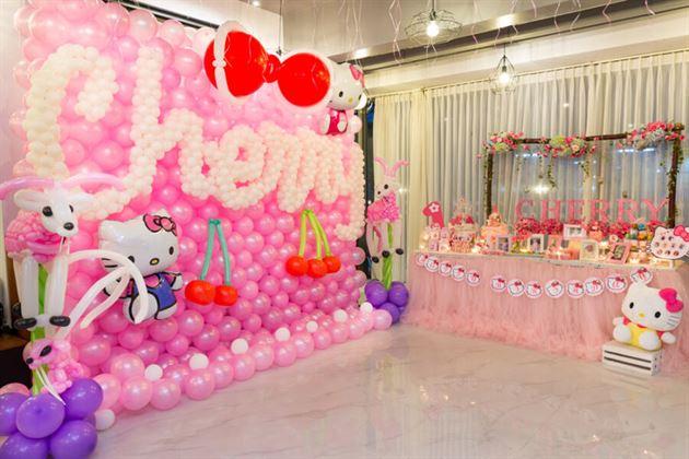 Trang trí sinh nhật bé gái 1 tuổi chủ đề Kitty
