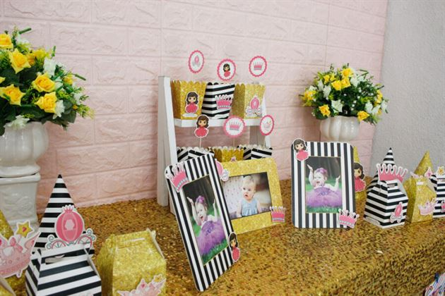 Trang trí sinh nhật với set mini màu đen kim tuyến huyền bí