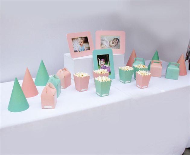 Trang trí sinh nhật thôi nôi cho bé màu hồng xanh min