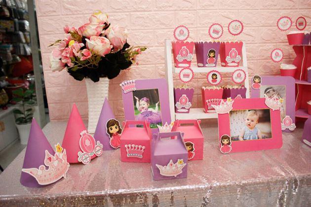 Trang trí thôi nôi cho cô công chúa nhỏ với tông màu hồng tím